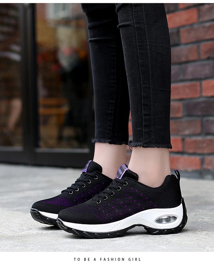 黑紫色氣墊鞋模特展示